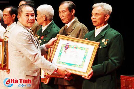 Trao tang Huan, Huy chuong nuoc CHDCND Lao cho can bo, chuyen gia tinh nguyen Viet Nam - Anh 8