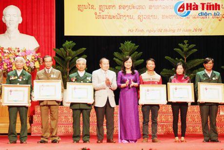 Trao tang Huan, Huy chuong nuoc CHDCND Lao cho can bo, chuyen gia tinh nguyen Viet Nam - Anh 9