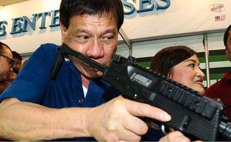 Duterte 'phan phao' viec My ngung ban sung cho Philippines - Anh 1