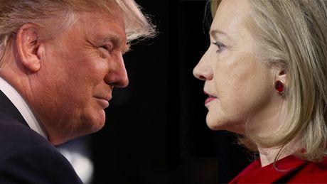 Truoc gio G, ong Trump bat ngo vuon len dan truoc ba Clinton - Anh 1