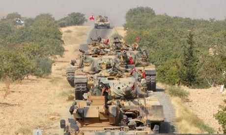 Tho Nhi Ky dieu xe tang den sat bien gioi voi Iraq - Anh 1