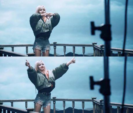 Da mat voi loat trang phuc cua 4 co gai Black Pink trong 2 MV comeback - Anh 2