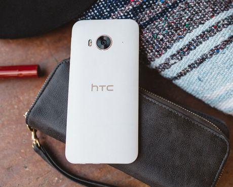 HTC One ME - Vu khi tam trung nang ki dau voi Galaxy J7 Prime duoc... tai len ke - Anh 2