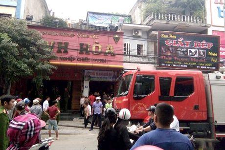 Thanh Hoa: Tiem vang boc chay, hang tram nguoi hoang loan - Anh 1