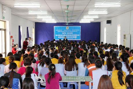 CD cac KCN tinh Ha Nam: Pho bien phap luat cho 500 cong nhan lao dong - Anh 1