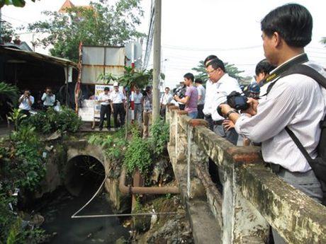 Ra soat di doi KCN lau doi nhat Viet Nam dang gay o nhiem - Anh 1