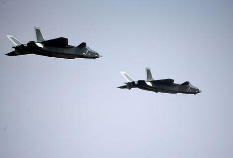 Trung Quoc khoe may bay tang hinh J-20 - Anh 1
