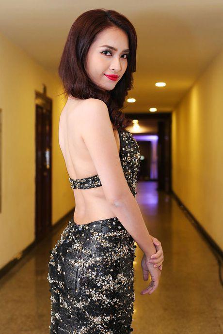Angela Phuong Trinh 'mua quat' tren tham do Lien hoan phim quoc te Ha Noi - Anh 11