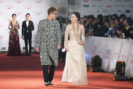Angela Phuong Trinh 'mua quat' tren tham do Lien hoan phim quoc te Ha Noi - Anh 12