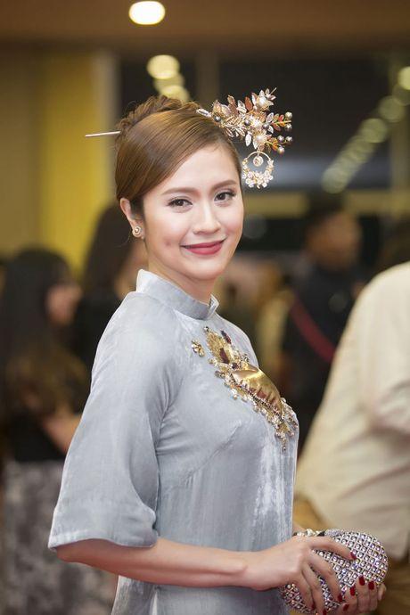 Angela Phuong Trinh 'mua quat' tren tham do Lien hoan phim quoc te Ha Noi - Anh 13