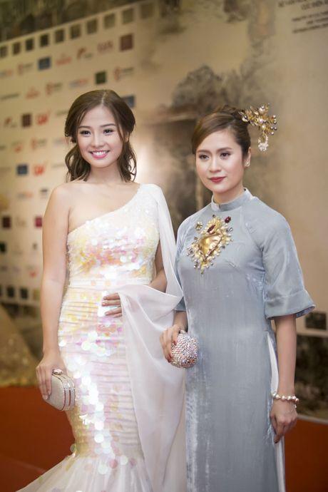 Angela Phuong Trinh 'mua quat' tren tham do Lien hoan phim quoc te Ha Noi - Anh 15