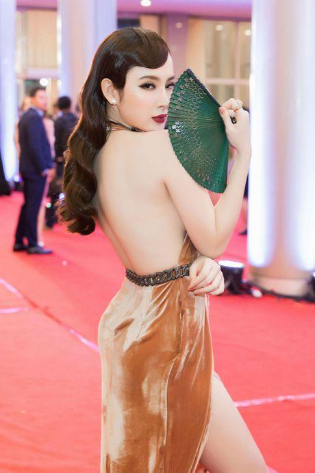 Angela Phuong Trinh 'mua quat' tren tham do Lien hoan phim quoc te Ha Noi - Anh 2