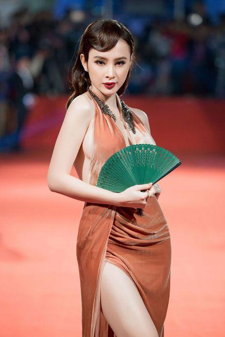 Angela Phuong Trinh 'mua quat' tren tham do Lien hoan phim quoc te Ha Noi - Anh 3
