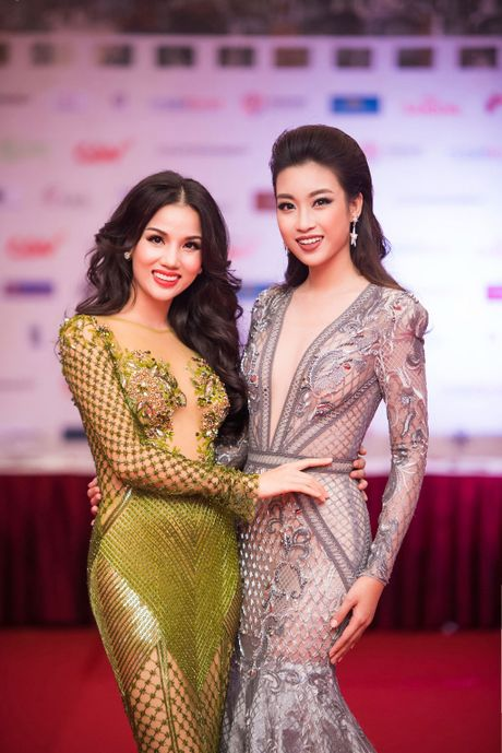 Angela Phuong Trinh 'mua quat' tren tham do Lien hoan phim quoc te Ha Noi - Anh 8