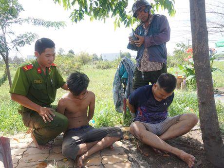 Vu 2 ten cuop lieu linh dao thoat tren cao toc: Vo hoi duong, cuop tai san - Anh 1