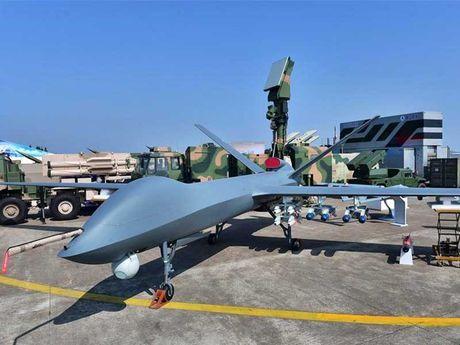 Trung Quoc 'trinh lang' tiem kich tang hinh J-20 - Anh 1
