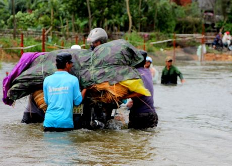 Quang Nam: Thuy dien xa nuoc, dan ha du lo lang - Anh 2