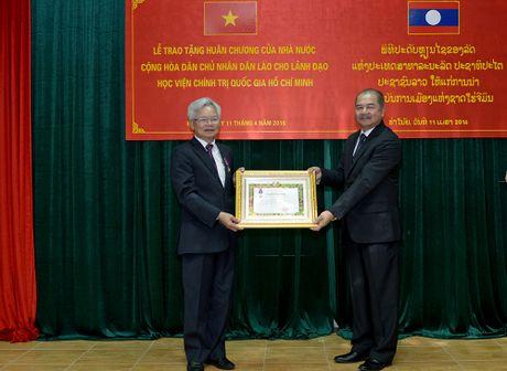 Trao tang 43 Huan, Huy chuong cua Nha nuoc Lao - Anh 1