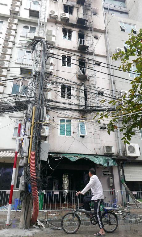 Canh do nat sau vu chay quan karaoke Tran Thai Tong - Anh 12