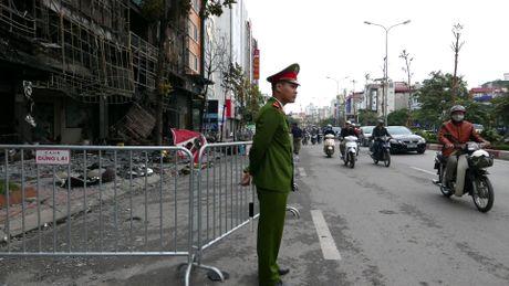 Canh do nat sau vu chay quan karaoke Tran Thai Tong - Anh 3