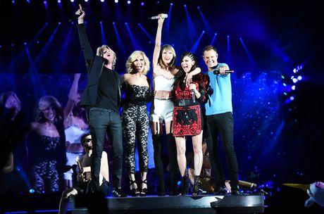 Taylor Swift lai sang tac ca khuc ke xau tinh cu - Anh 1
