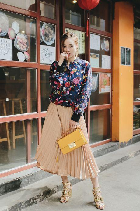 Ninh Duong Lan Ngoc phoi trang phuc voi phu kien la mat - Anh 7