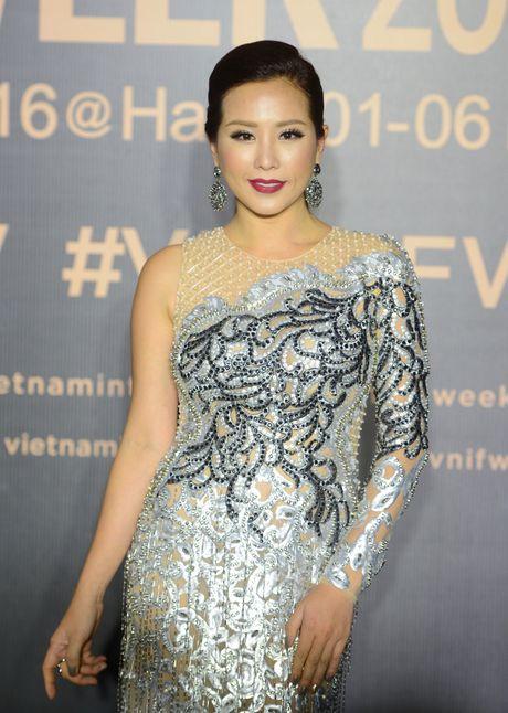 Dan my nhan Viet goi cam tren tham do - Anh 11