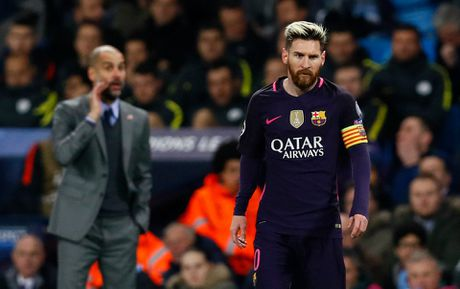 Messi cay cu, au da voi sao Man City trong duong ham - Anh 1
