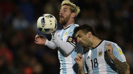 FIFA ra tay, Messi va Argentina khong duoc du World Cup 2018? - Anh 2