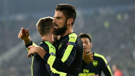 Champions League: Arsenal nguoc dong than ky, gianh ve som 2 vong dau - Anh 1