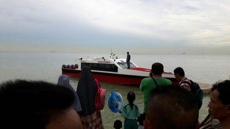 Dam thuyen ngoai khoi Indonesia, 21 lao dong di cu chet tham - Anh 1