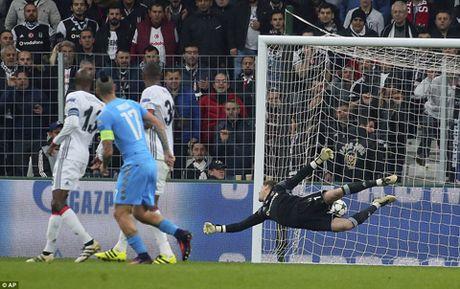 Marek Hamsik cua long ngoan muc, Napoli tiep tuc dan dau bang B - Anh 2