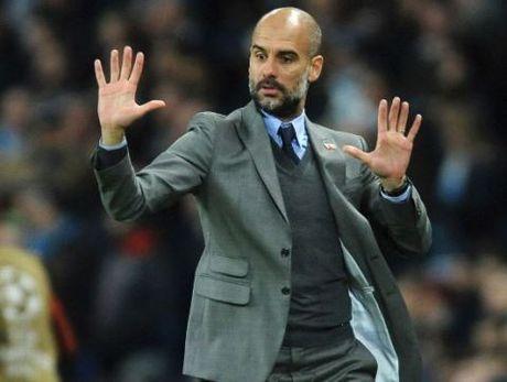 Guardiola tin Man City choi khong hay bang tran thua 0-4, Enrique chi trich sai lam cua Roberto - Anh 1
