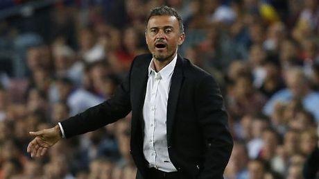 Guardiola tin Man City choi khong hay bang tran thua 0-4, Enrique chi trich sai lam cua Roberto - Anh 2