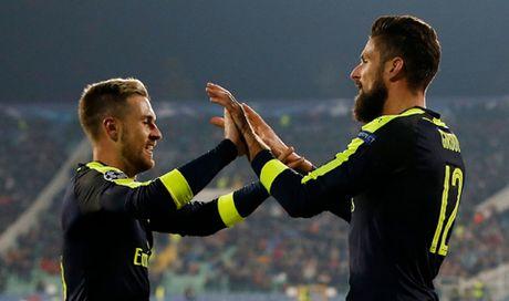 DIEM NHAN Ludogorets 2-3 Arsenal: 'Phao thu' lai biet vuot kho. Hai bo mat cua Giroud - Anh 2