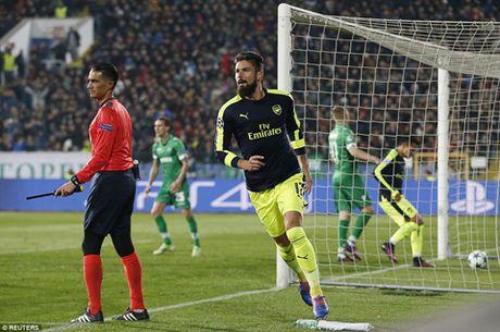 DIEM NHAN Ludogorets 2-3 Arsenal: 'Phao thu' lai biet vuot kho. Hai bo mat cua Giroud - Anh 3