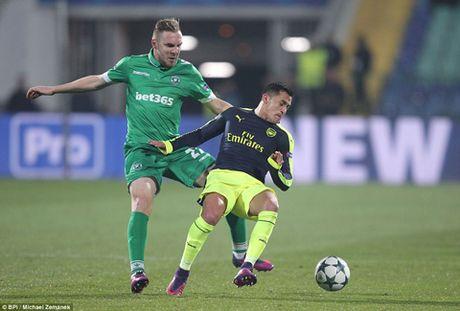 DIEM NHAN Ludogorets 2-3 Arsenal: 'Phao thu' lai biet vuot kho. Hai bo mat cua Giroud - Anh 4