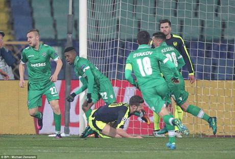 DIEM NHAN Ludogorets 2-3 Arsenal: 'Phao thu' lai biet vuot kho. Hai bo mat cua Giroud - Anh 5