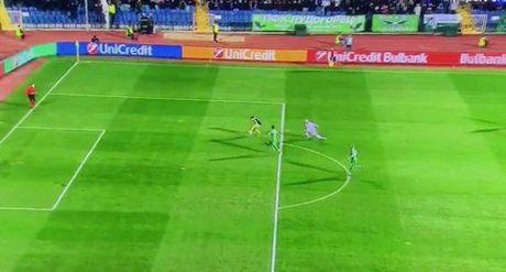 10 khoanh khac VANG trong tuyet pham cua Mesut Oezil vao luoi Ludogorets - Anh 4