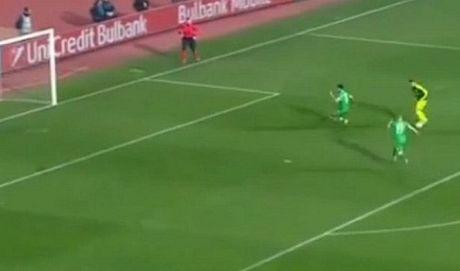 10 khoanh khac VANG trong tuyet pham cua Mesut Oezil vao luoi Ludogorets - Anh 5