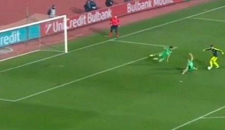 10 khoanh khac VANG trong tuyet pham cua Mesut Oezil vao luoi Ludogorets - Anh 6
