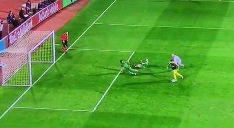 10 khoanh khac VANG trong tuyet pham cua Mesut Oezil vao luoi Ludogorets - Anh 7