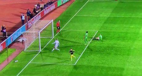 10 khoanh khac VANG trong tuyet pham cua Mesut Oezil vao luoi Ludogorets - Anh 9