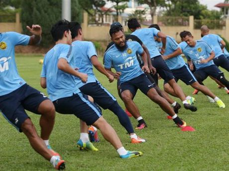 HLV Malaysia bat cau thu tap giua trua de dau tuyen Viet Nam - Anh 1