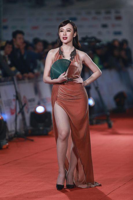Hoa hau My Linh dien vay xe sau quyen ru tren tham do - Anh 7