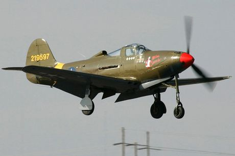 Can canh may bay tiem kich Bell P-39Q Airacobra duoc nhieu nuoc dung - Anh 1