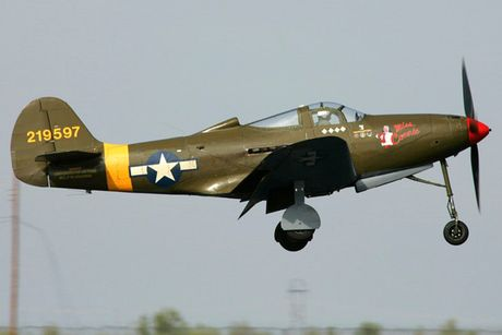 Can canh may bay tiem kich Bell P-39Q Airacobra duoc nhieu nuoc dung - Anh 7