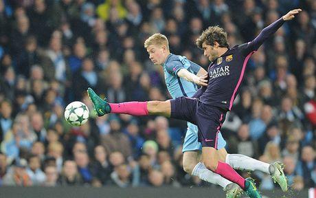 Cham diem Man City 3-1 Barca: Kevin de Bruyne che mo Messi - Anh 18