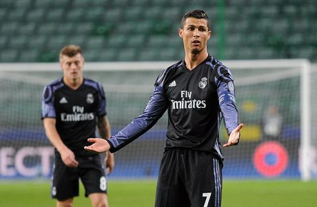 Real Madrid lo co hoi gianh ve knock-out som sau tran hoa gay soc - Anh 1