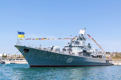 Ukraine nang cap luc luong hai quan nham doi pho Nga o Crimea - Anh 1